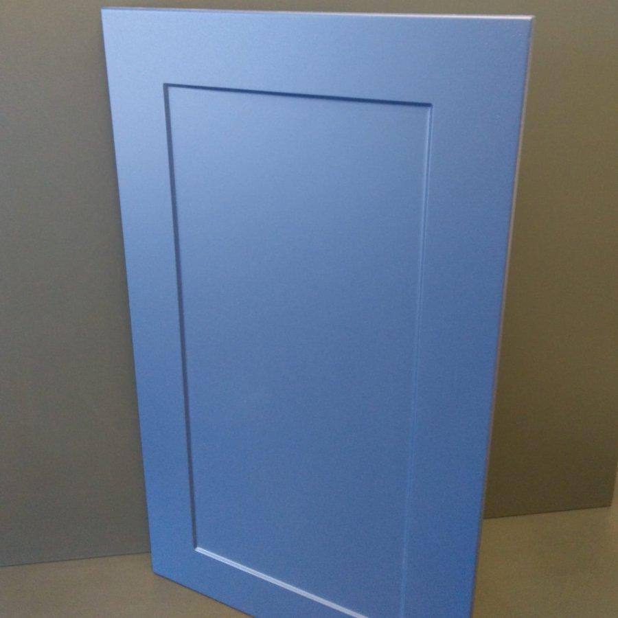 Fronty frezowane (lakierowane) zastosowane lakier w półmacie lub farbę, która się nie palcuje